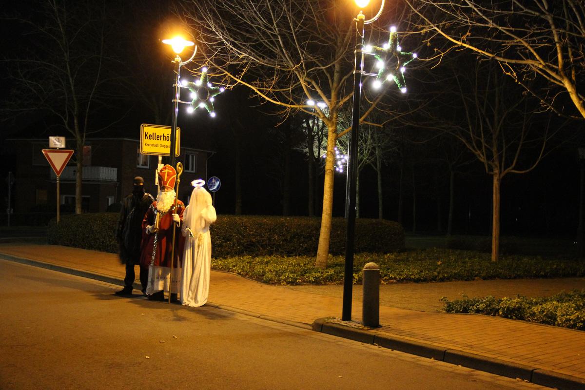 Weihnachtsbeleuchtung Anbringen.Weihnachtsbeleuchtung Hoheging Kellerhöhe Bürgermoor